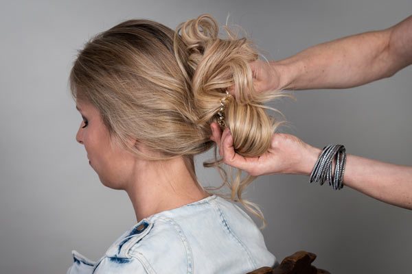tape-extensions-frisuren-updo-5